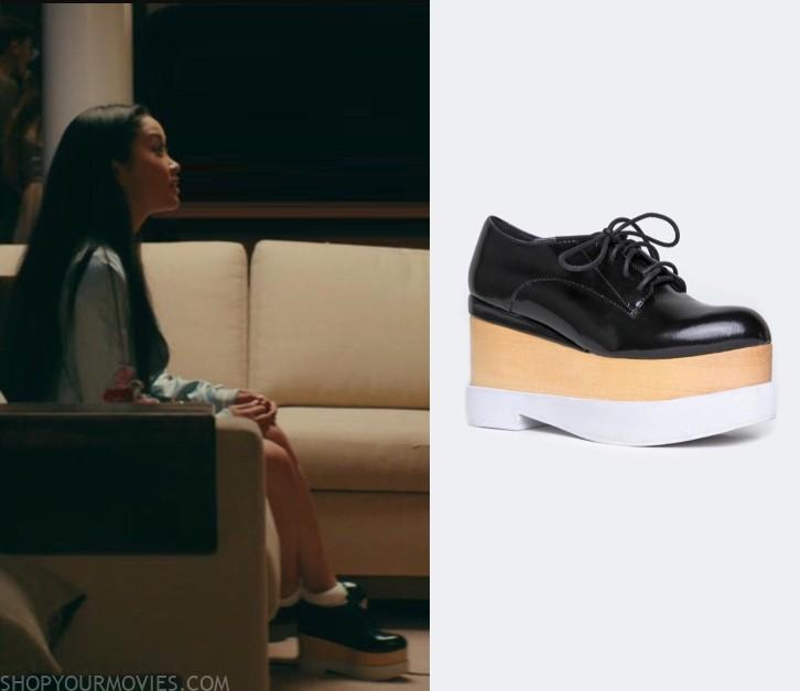 Lara Jean's boots in All the Boys I've Loved Before. | Botas